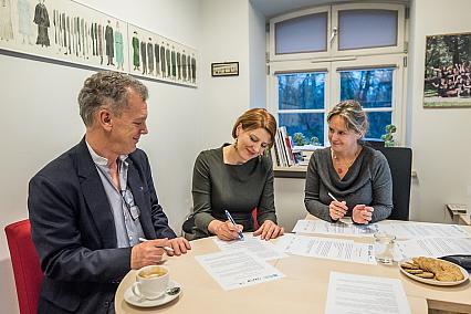 """Projekt  """"TEATR – TANIEC – NIEPEŁNOSPRAWNOŚĆ"""" – podpisano porozumienie o współpracy"""
